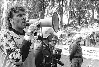 Dirk Heyne - Image: Bundesarchiv Bild 183 1990 0526 010, Chemnitzer FC 1. FC Magdeburg, Ausschreitungen