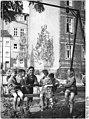 Bundesarchiv Bild 183-33165-0001, Erfurt, Spielplatz, Schaukel.jpg