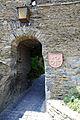 Burg Schönburg Oberwesel. Eingangstor und Wappenschild mit Lilienhaspel.jpg