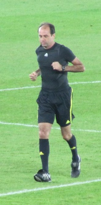 Carlos Eugênio Simon - Simon warming up before a match at the 2009 FIFA Club World Cup in Abu Dhabi.