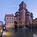 Castello Estense verso sera.jpg