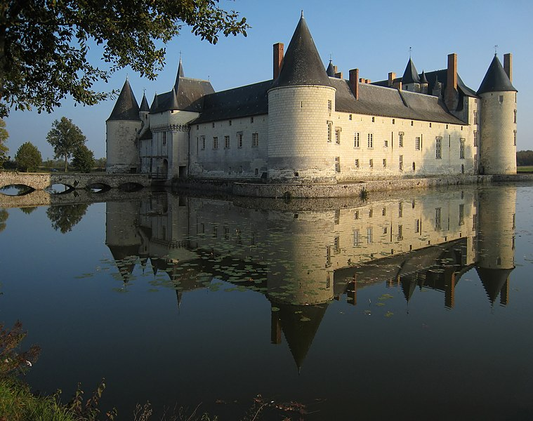 File:Castle Plessis Bourre 2007 02-denoised.jpg Сhâteau du Plessis-Bourré