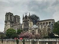 Cathédrale Notre-Dame de Paris 16 avril 2019.jpg