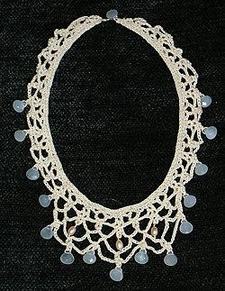 Virkat halsband med kalcedon 61b0c69191e74