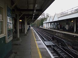 Chalfont & Latimer station through platforms look south2