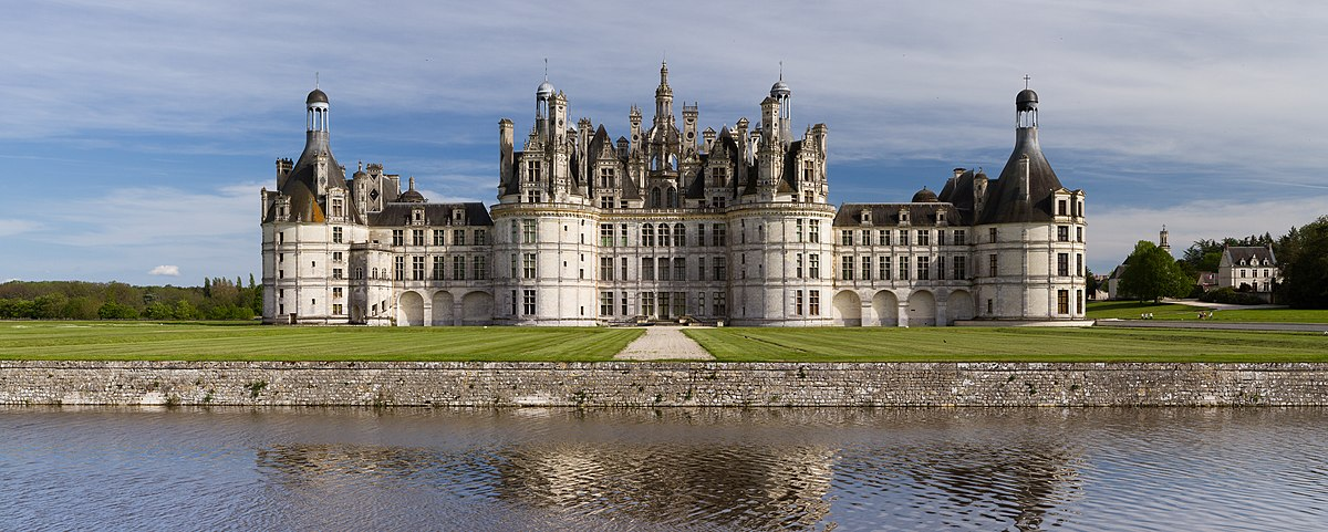Chambord Castle Northwest facade.jpg