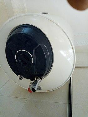 Chauffe-eau électrique 50L mural vertical.jpg