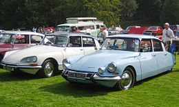 Citroen DS 19 ca 1965 gregarious at Castle Hedingham 2008.JPG