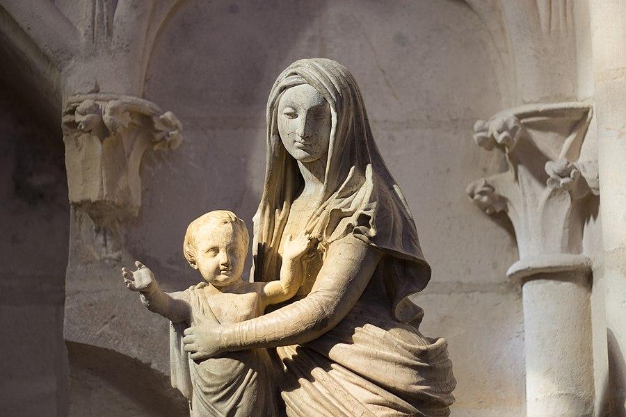 Sculpture Vierge à l'enfant, église Saint-Martin de Clamecy.