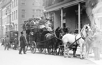 Colony Club - Coach leaving from the Colony Club in 1911, carrying Mrs. Thomas Hastings, Mrs. Iselin and Mrs. Loew