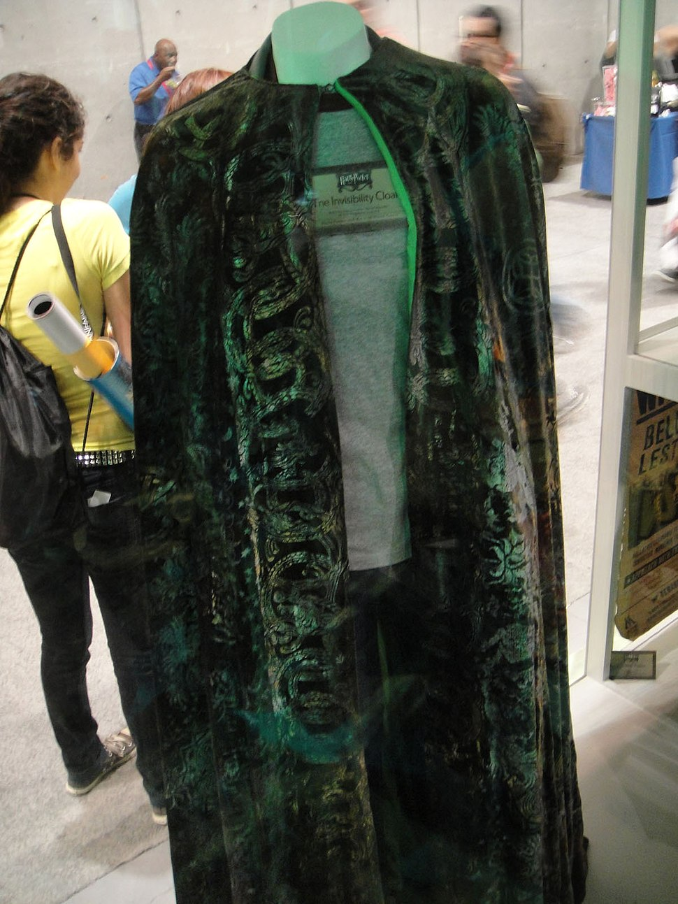 Comic-Con 2010 - WB booth - Harry Potter - Invisibility Cloak (4859614758)