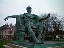 Bronzová socha Konstantina v Yorku v Anglii ec09d12a66