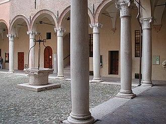 Correggio, Emilia-Romagna - Image: Correggio palazzo principi colonne
