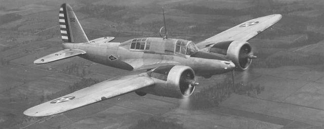 Cours d'histoire avions US exotiques  640px-Curtiss_A-18
