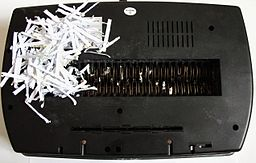 Cutting head of a paper shredder
