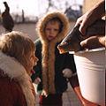 Děti s vánočním kaprem, 1974, foto Dezort 018a.jpg