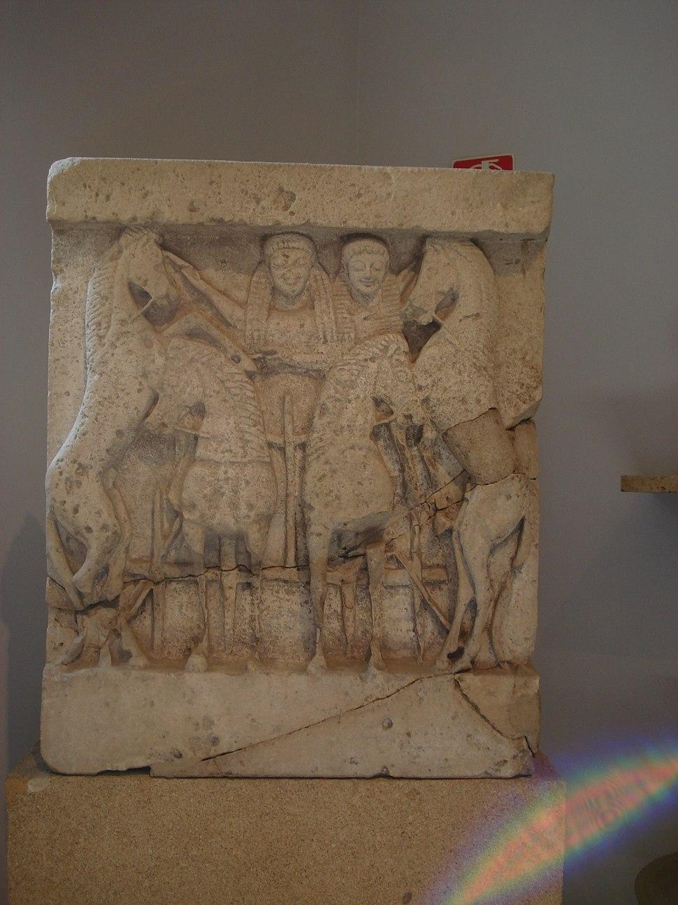 DSC00414 - Tempio Y di Selinunte sec. VIa.C. - Demetra e Kore su quadriga - Foto G. Dall'Orto