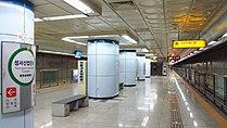Daegu-metropolitan-transit-corporation-221-Seongseo-industrial-complex-station-platform-20161010-150724.jpg
