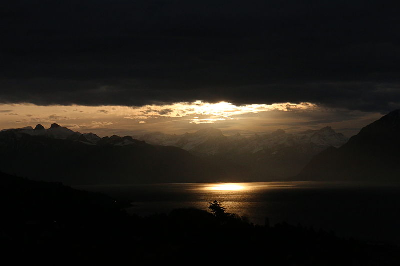 File:Dark sky Léman.JPG // Larry Hunt Bible Commentary