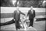 Denkmal fuer die Opfer des Olympiaattentats 1972 Einweihung 1995 - 6.jpg