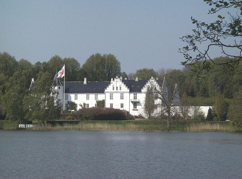 Fil:Denmark-Dallund Palace.jpg