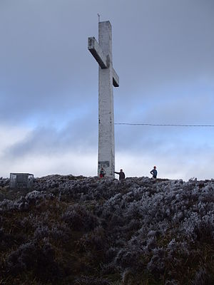English: a Picture of the cross on top of Devi...