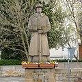 Die monumentale Soldatenskulptur stammt aus dem Jahr 1936. - panoramio.jpg