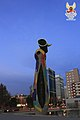 Dona i ocell (de Joan Miró) (1983) (04).jpg