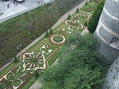 Douve fleurie du château d'Angers.JPG