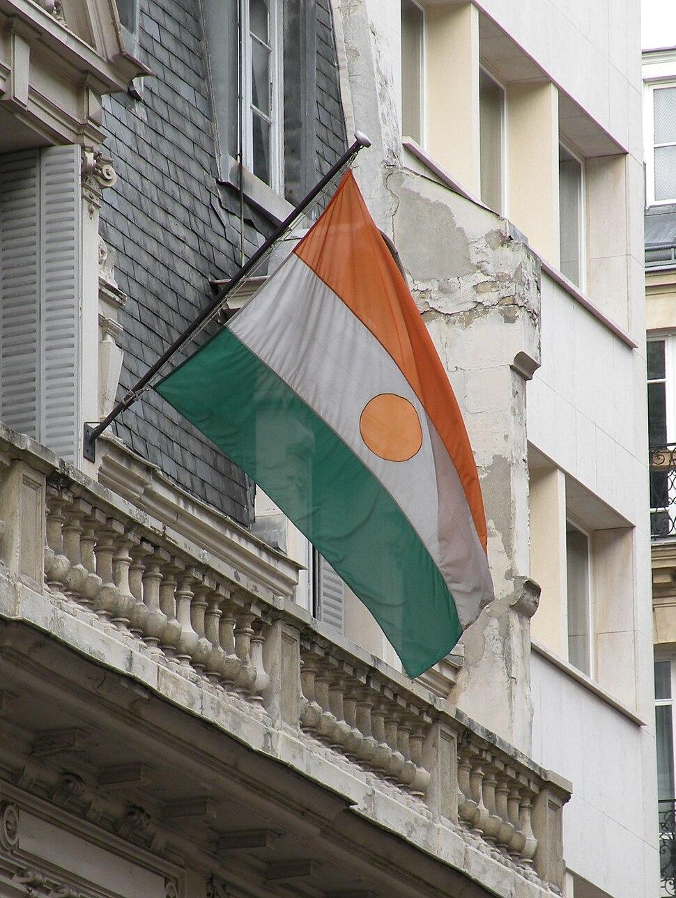 Drapeau Niger ambassade Paris