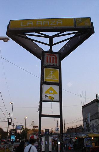 Metro La Raza - Station sign, 16 December 2006