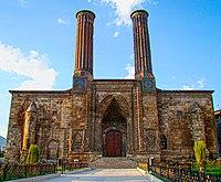 Erzurum Çifte Minareli Gündoğumu.JPG