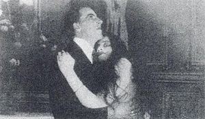 La tragedia del silencio - A scene from the film showing the engineer and his wife