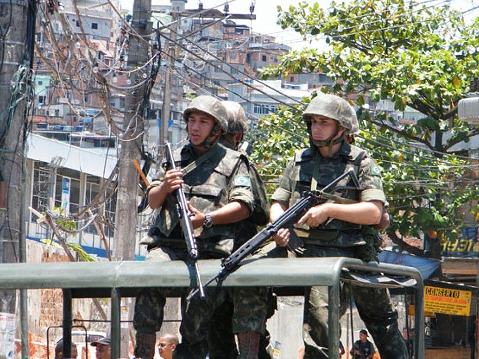 Exército dá apoio a ocupação no Complexo do Alemão