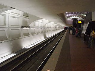 Farragut North Station 2.jpg