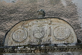 Fayet puits chateau detail1.JPG