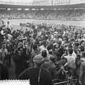 Finish Parijs. Winnaar Fausto Coppi temidden van een massa fotografen, journali…, Bestanddeelnr 905-2286.jpg
