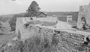 Fort ticonderoga guns on bastion.jpg