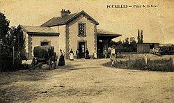 Fourilles, Trois pièces de saint-pourçain devant la gare.jpg