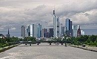 Frankfurt Skyline von Deutschherrnbrücke 2.JPG