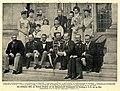 Gäste der Kaiserin Friedrich auf der Schloßterasse Friedrichshof, Mai 1900.jpg