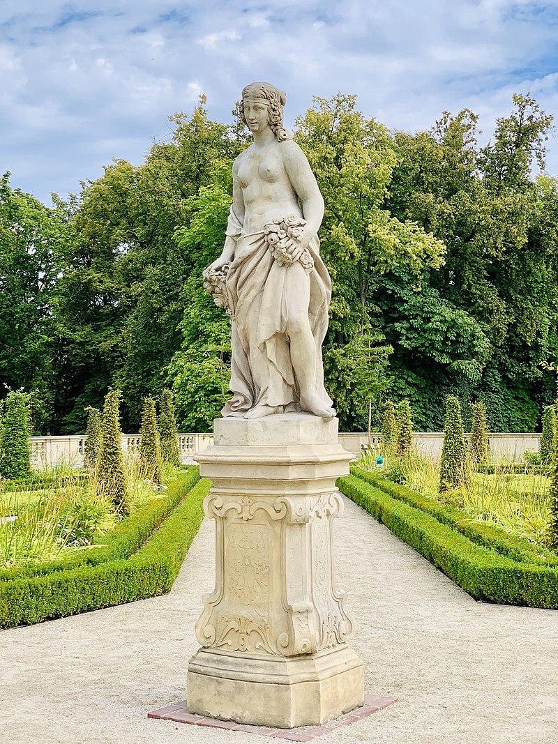 Garden sculptures of the Wilanów Palace, Poland 02.jpg