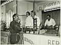 Gebak- en oliebollenwagen van de heer B. Brouwer v.r.n.l. 1e B.Brouwer, 2e Mevr. Brouwer, NL-HlmNHA 5400465067.JPG