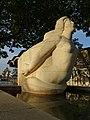 Gelpke-Brunnen mit der Galionsfigur aus Kalkstein im Rheinhafen (1941–1943) Im Hafenareal 1, Kleinhüningen, Basel von Willy Hege (1907–1976) (6).jpg