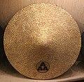 Giappone, periodo edo, jingasa (cappello da parata) in legno e lacca 05.jpg