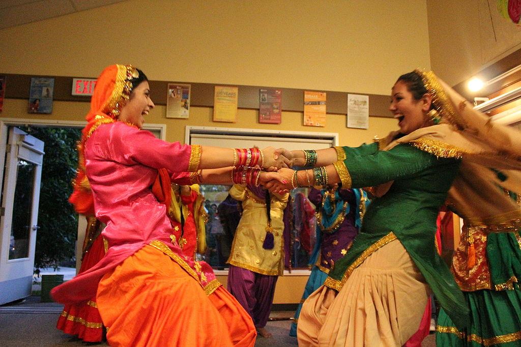 Giddha dance Teeyan Punjab Teej India.jpg