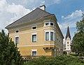 Glödnitz Achte-Dezember-Strasse 2 Pfarrhof und Pfarrkirche 24072015 6249.jpg