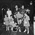 Gouden plaat voor Belgische zanger Adamo, uitgereikt in Concertgebouw, het gezin, Bestanddeelnr 916-4387.jpg