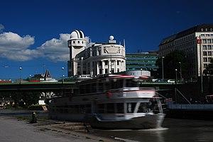 Urania, Vienna - Image: Guenther Z 2013 06 14 0294 Wien 01 Aspernbruecke Urania Schiff Schloegen