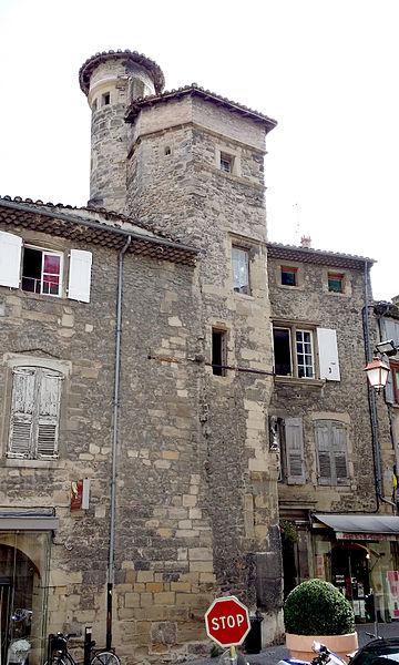 Hôtel particulier de la famille Fay-Solignac, XV-XVI siècle. Situé à Tournon-sur-Rhône en France. Inscrit aux monuments historiques sous la référence PA00116836 (base Mérimée)